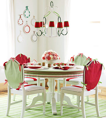 Red & Green Dining Room with Ribbon Flair