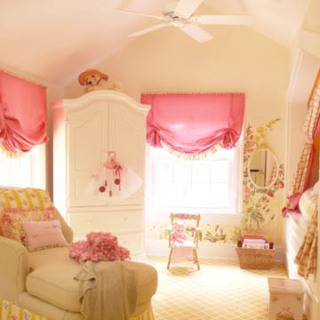 KidsRmsSum04_Cream Bedroom With Green Lounge Chair Pink Curtains and Inset Wall Bed