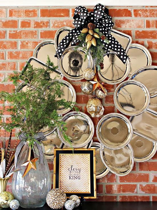 Group Plastic Trays in a Wreath Shape
