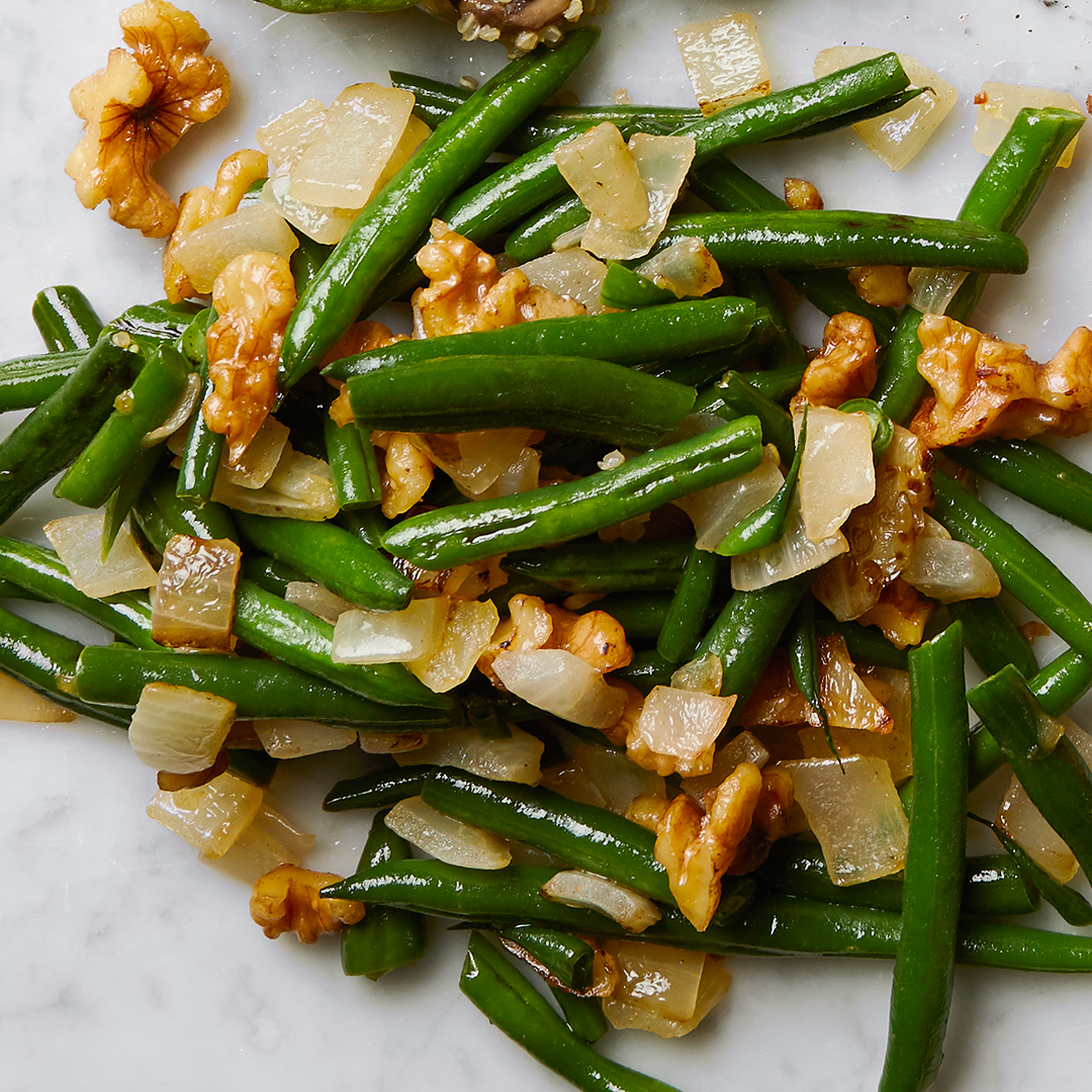 Walnut-Onion Green Beans side dish