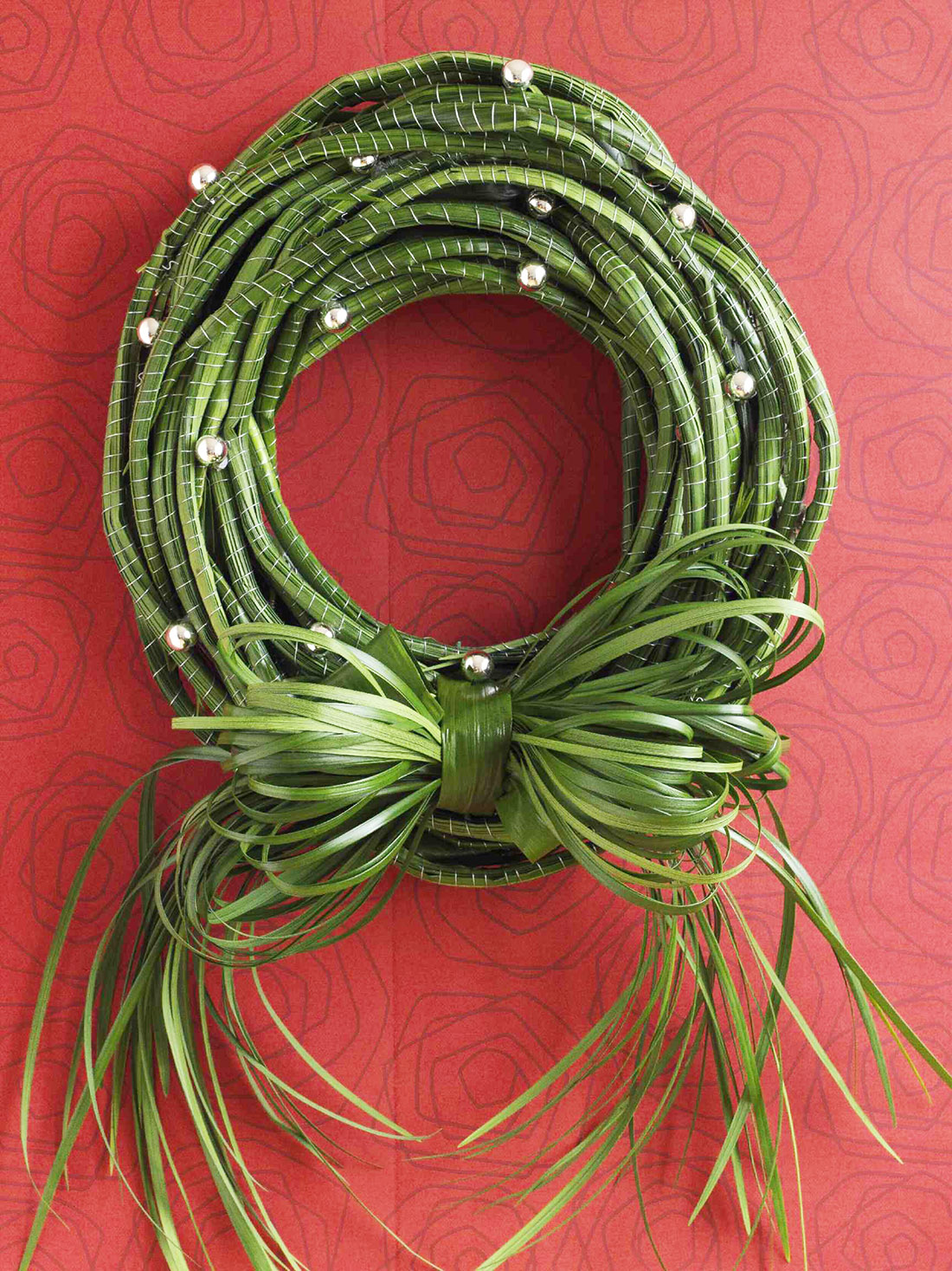 Make a Modern Lily Grass Holiday Wreath