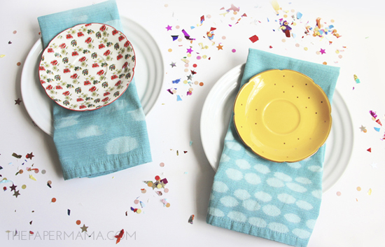 Painting with Bleach Cloth Napkin DIY // thepapermama.com