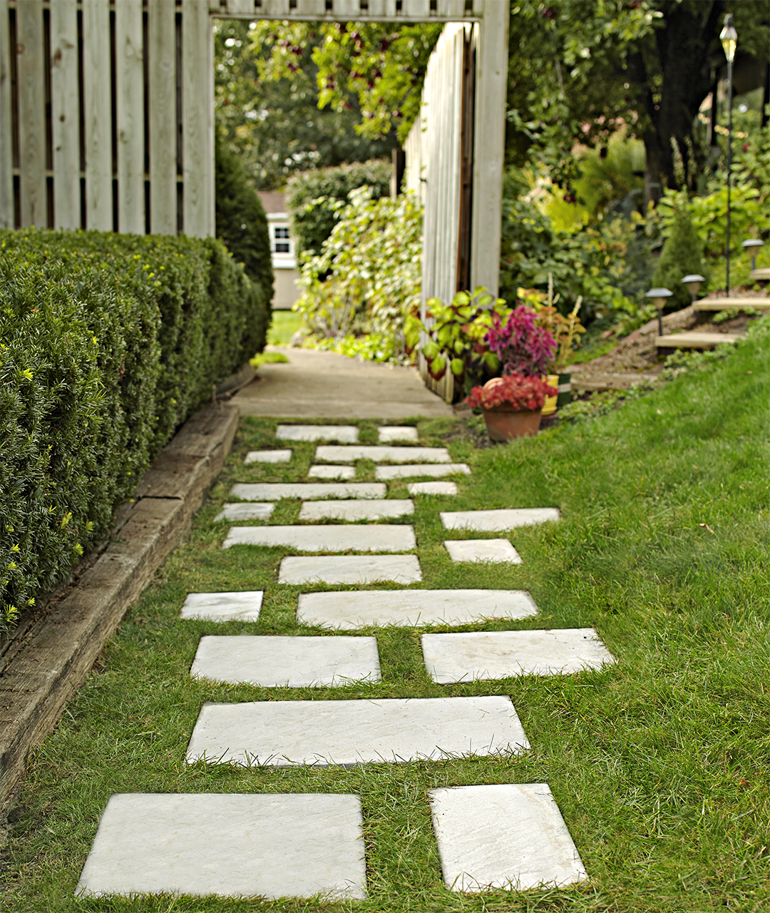 Making A Wonderful Garden Path Ideas Using Stones: Install A Walkway: 3 Delightful Designs