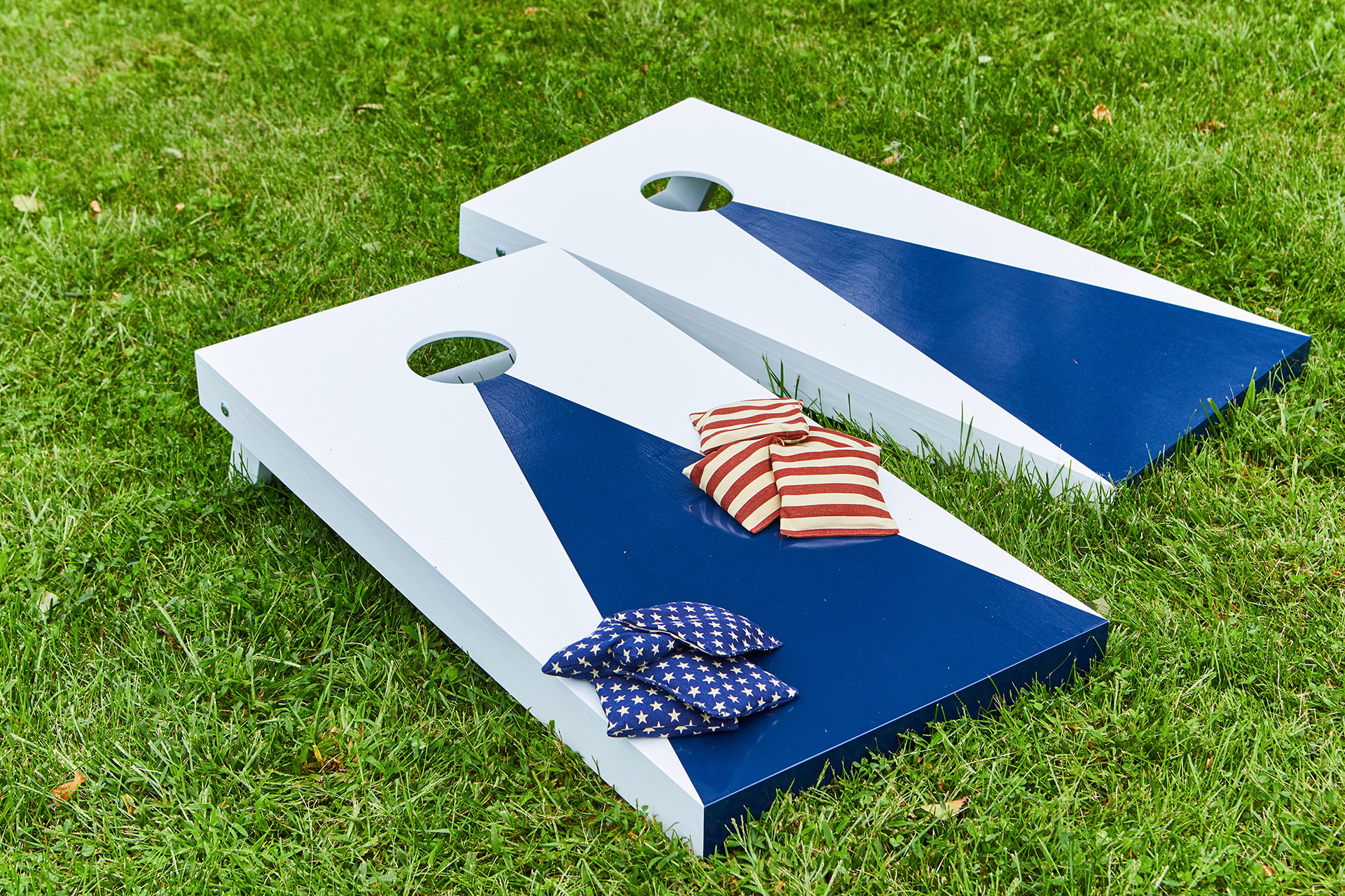 blue corn hole set with bags