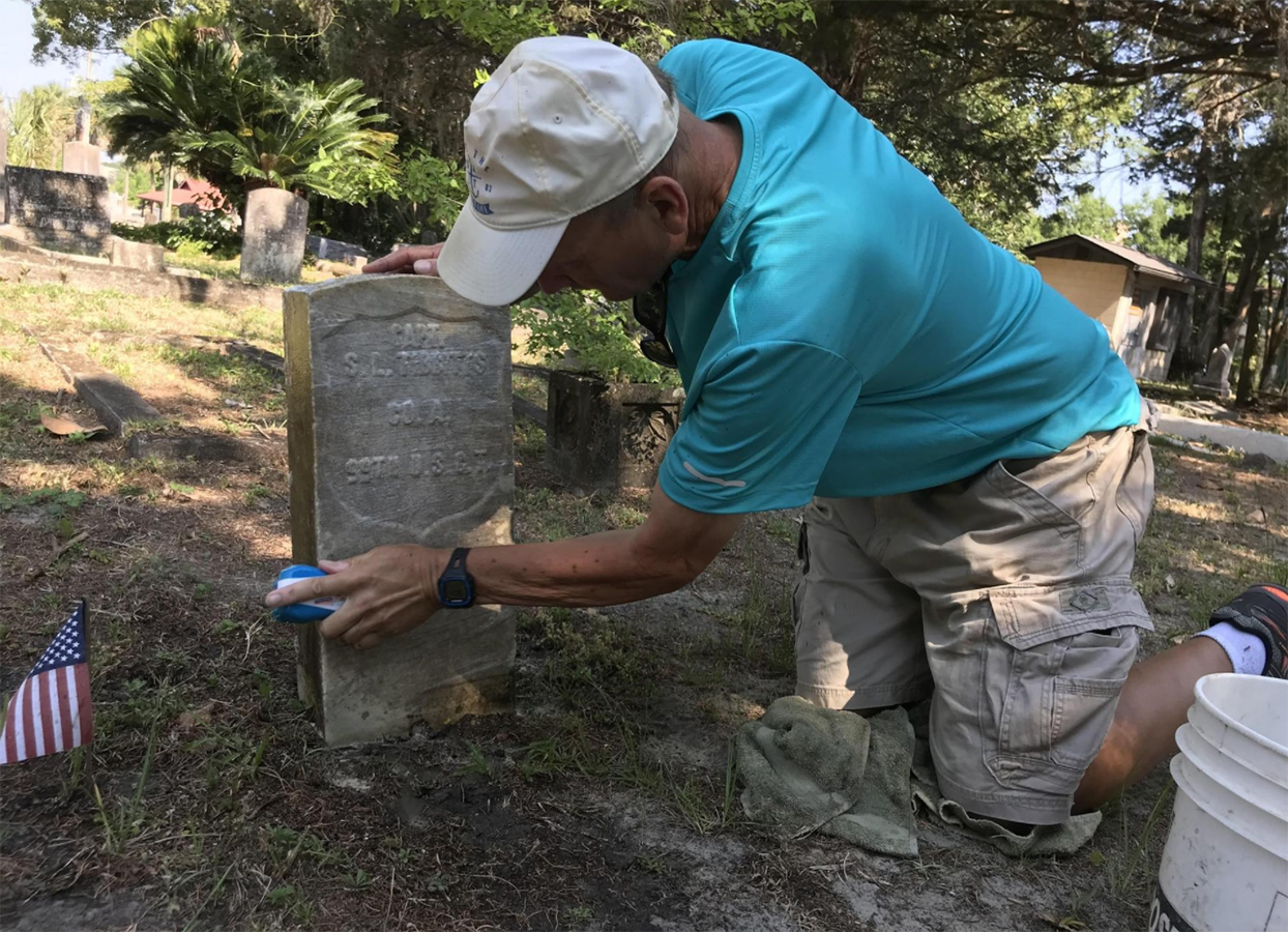 Florida Mailman, 60, Spends His Days Off Cleaning Veterans' Headstones at Rundown Cemeteries