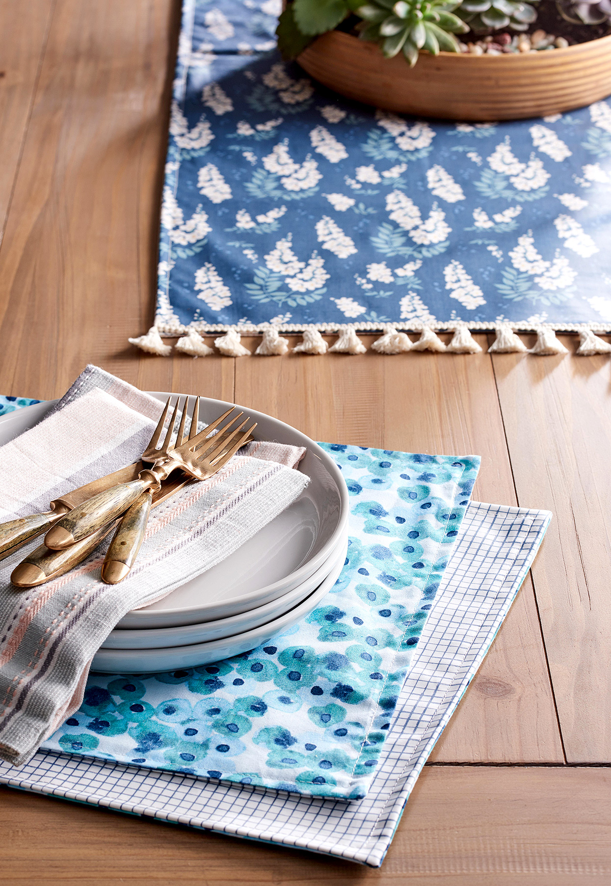 finished diy blue table runner and placemats