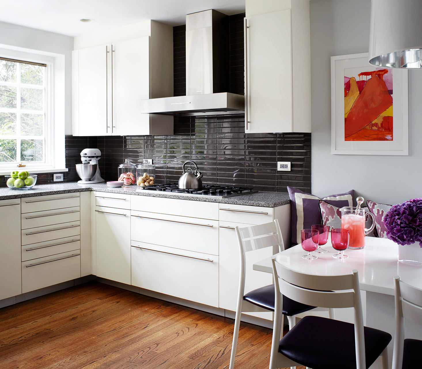 Best Looking Kitchen Cabinets: Make A Small Kitchen Look Larger