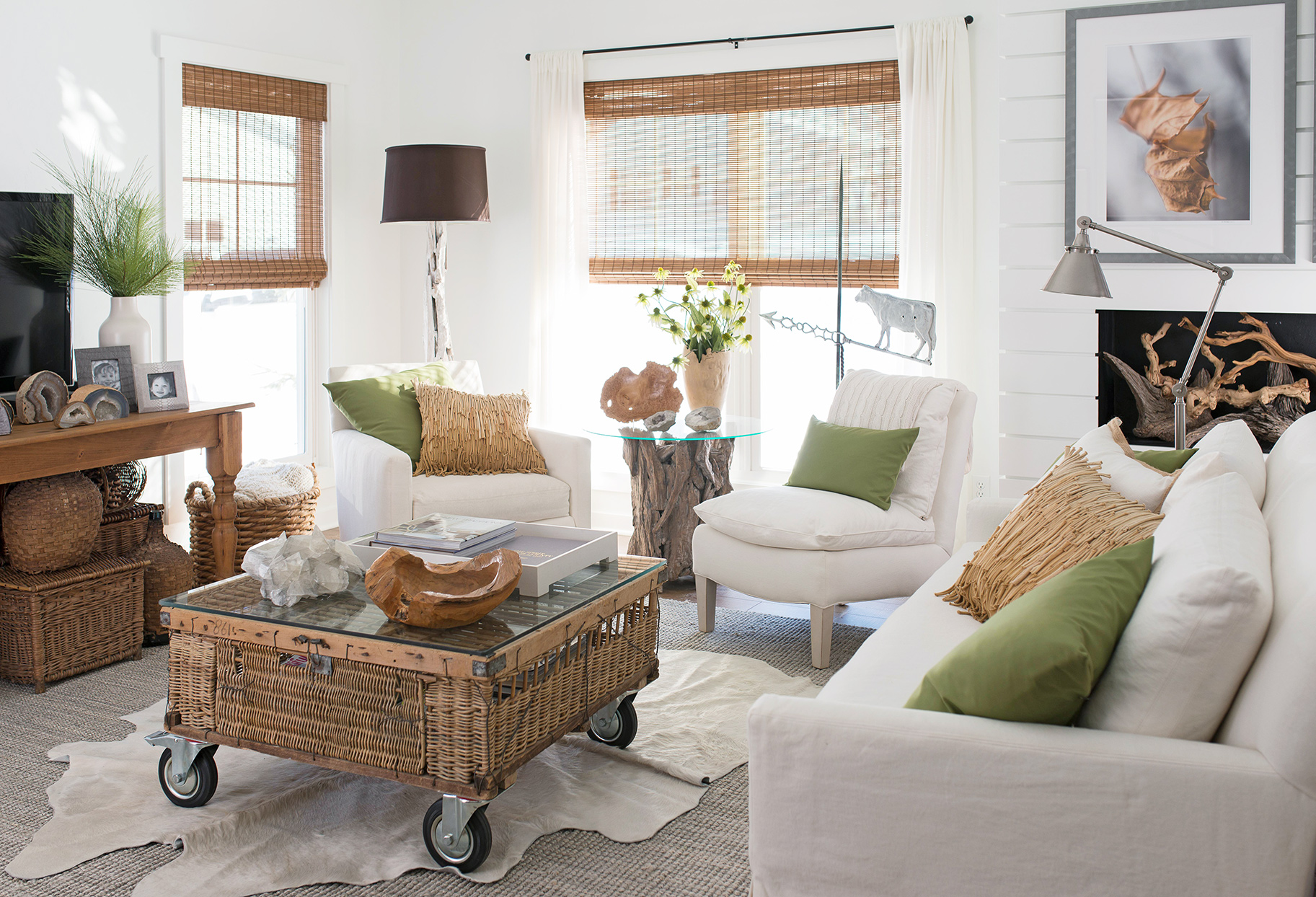 small farmhouse living room white chairs