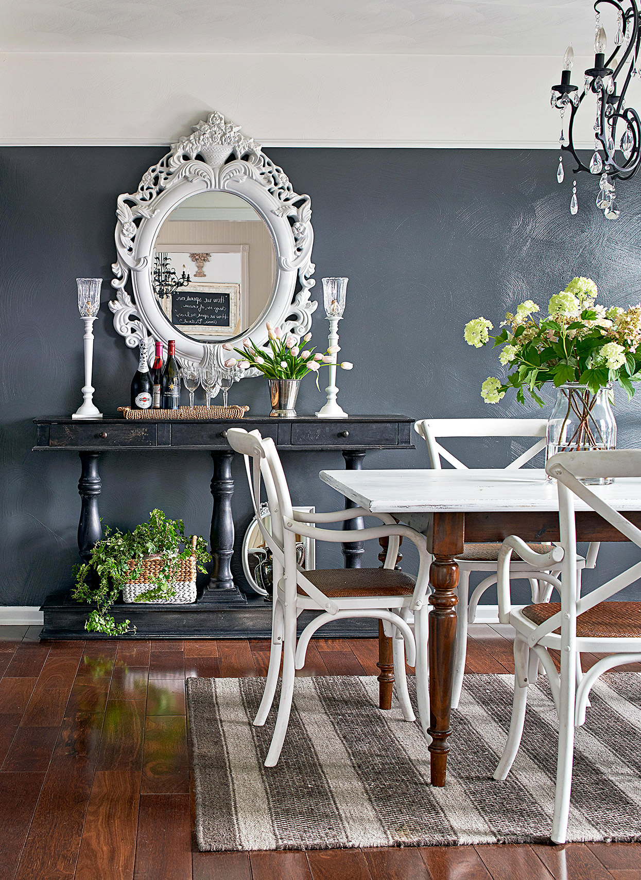 cottage dining room with dark walls and crown molding