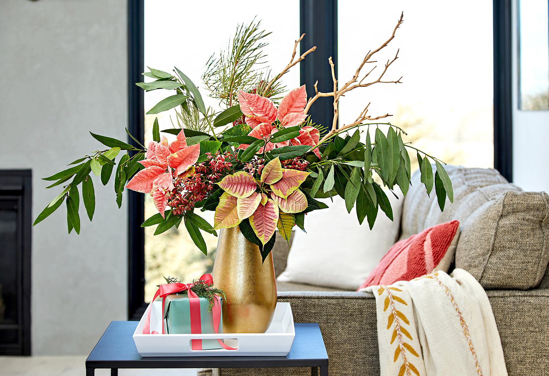 27 Pretty Christmas Flower Arrangements You Can Make At Home Better Homes Gardens