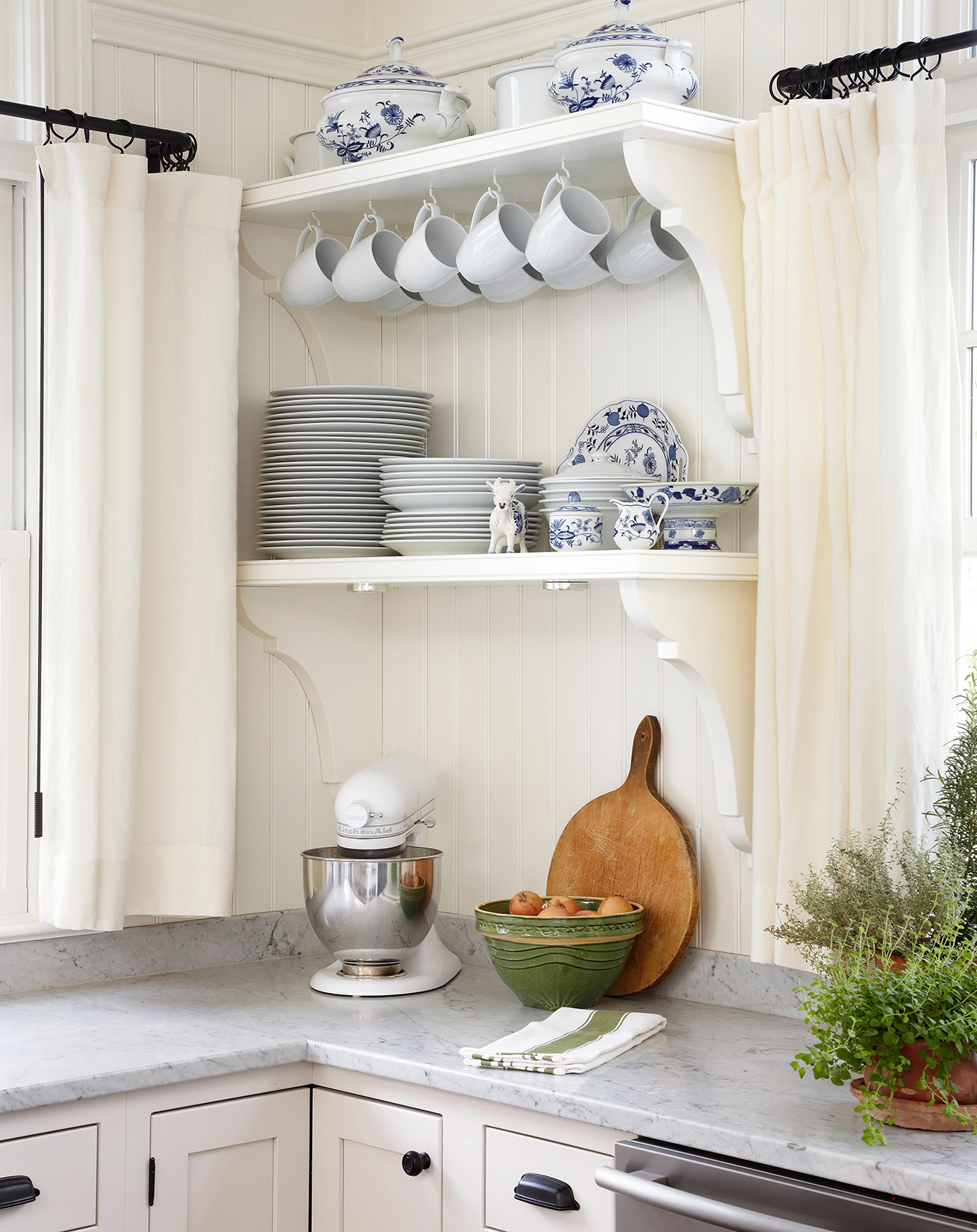 Plate Display Ideas That Turn Dishes Into Decor Better Homes Gardens