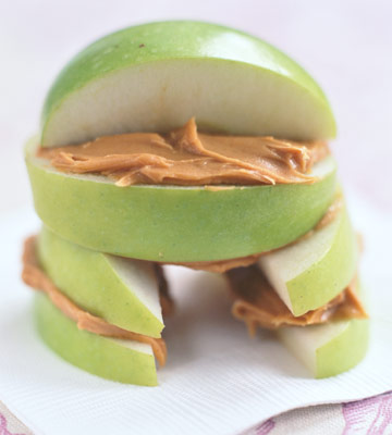 """house"" made of apple slices and peanut butter"