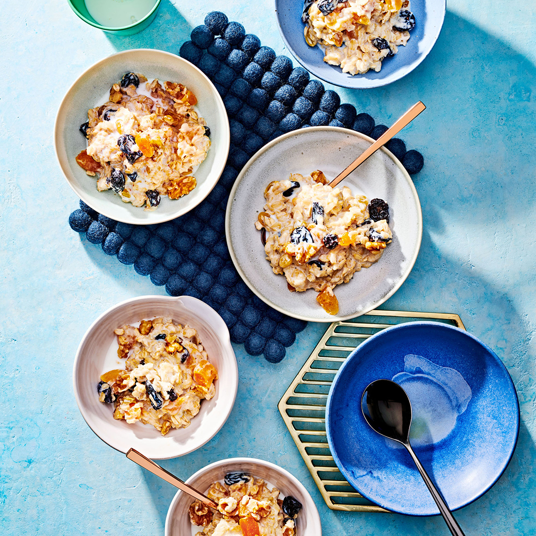Apricot-Gingerbread Oatmeal bowls on blue mat