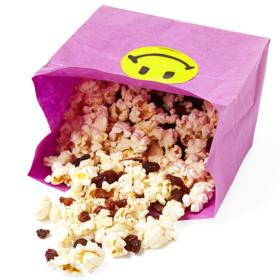 Popcorn with cinnamon and dried fruit