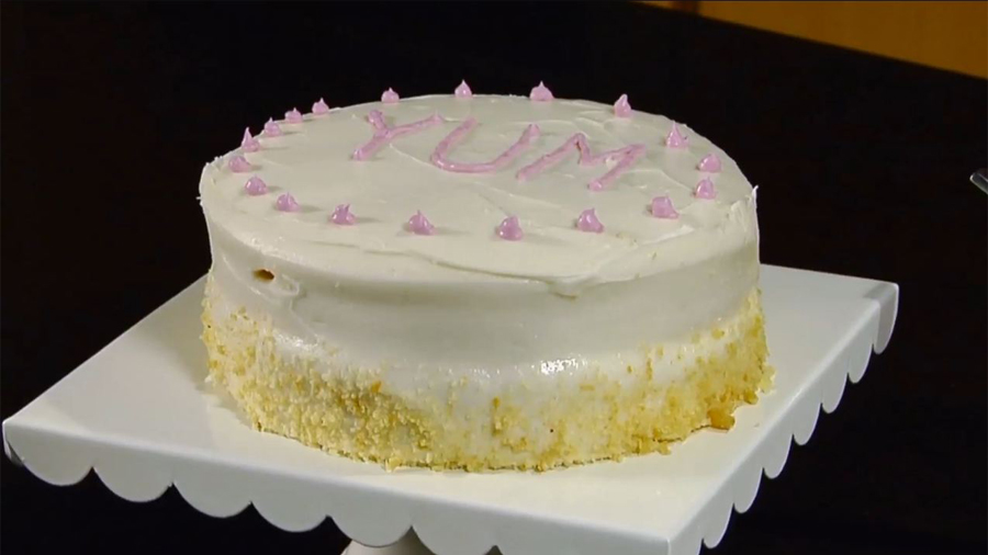 How to Decorate a Cake: Piping Borders & Letters