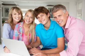 Family using laptop 33841