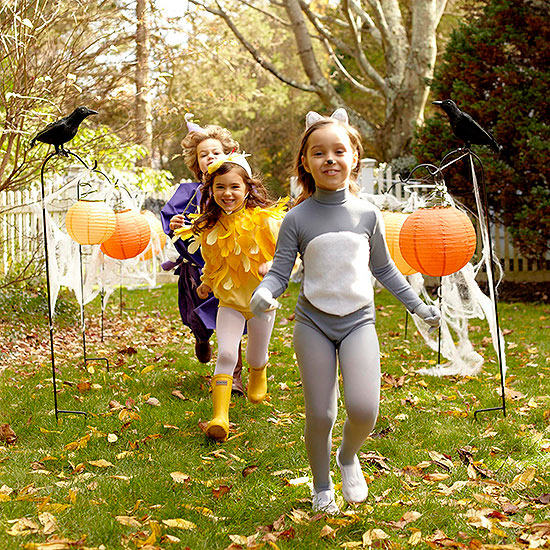 Costume kids running