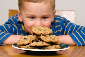6 Ways Kids Can Deal With Tempting Foods 37787