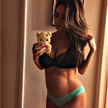Pregnant Instagram Model with Six Pack