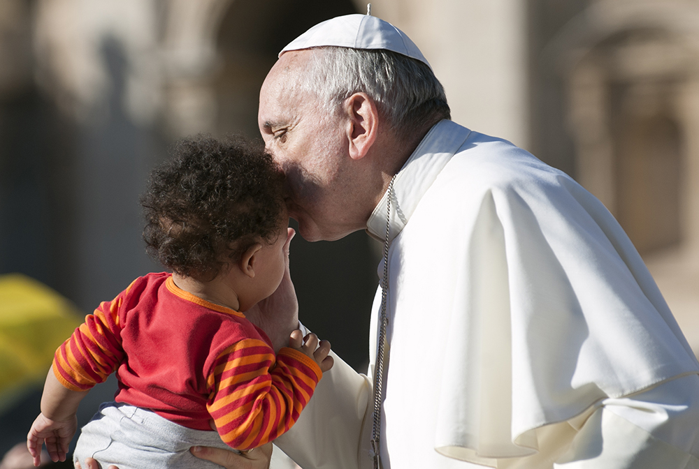 pope francis kissing baby