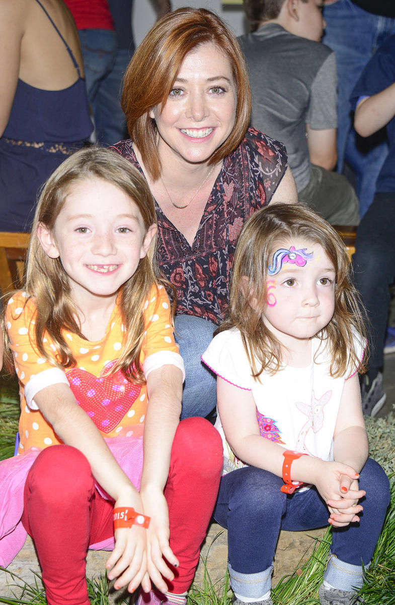 Alyson-Hannigan-and-daughters.jpg