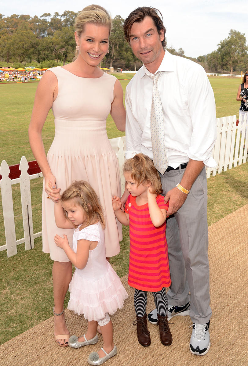 Rebecca-Romijn-Jerry-OConnell-and-daughters-.jpg