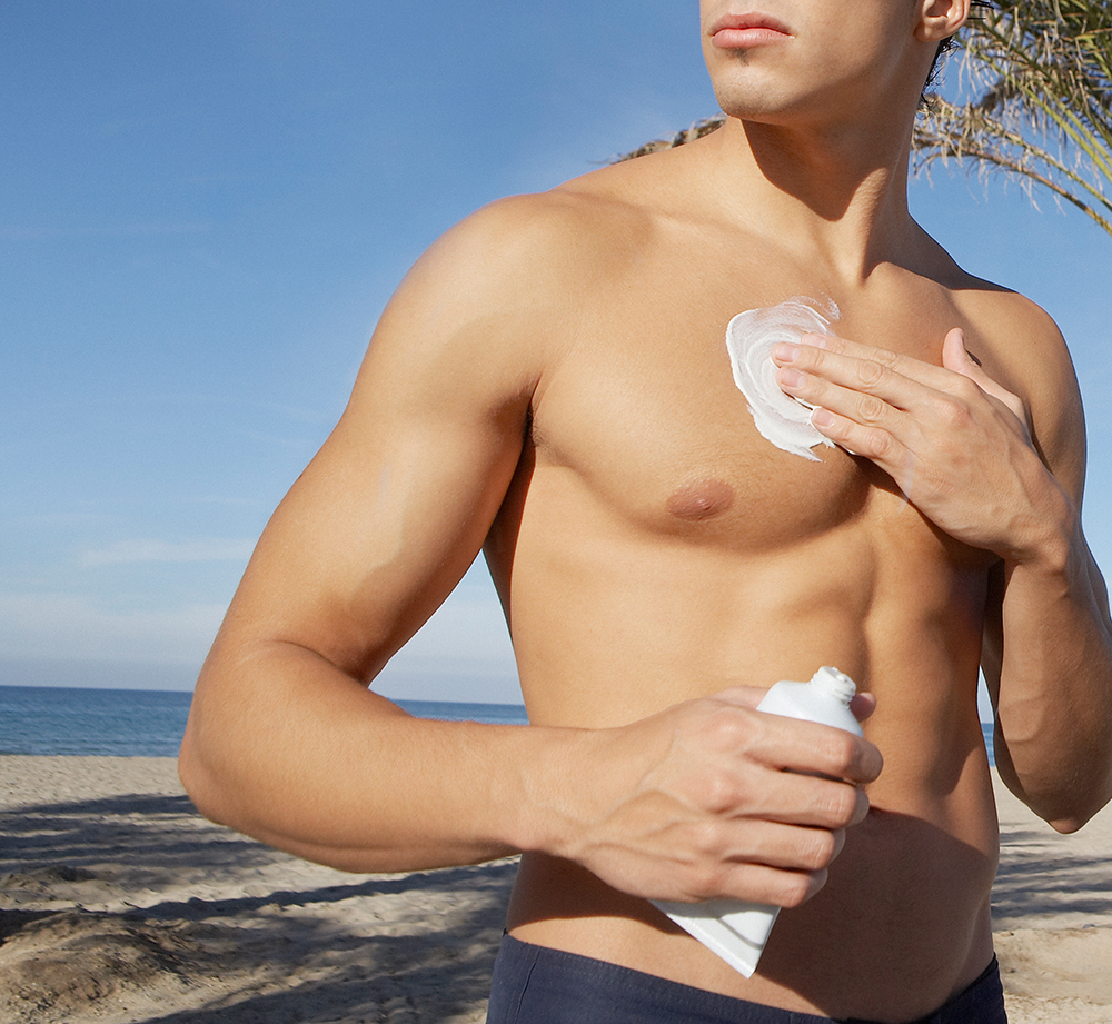 man applying sunscreen