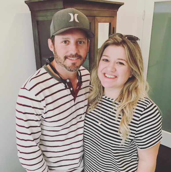 kelly clarkson and husband in stripes