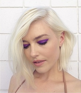 Instagram Beauty Bold Strokes Cat Eye Purple Eyeshadow