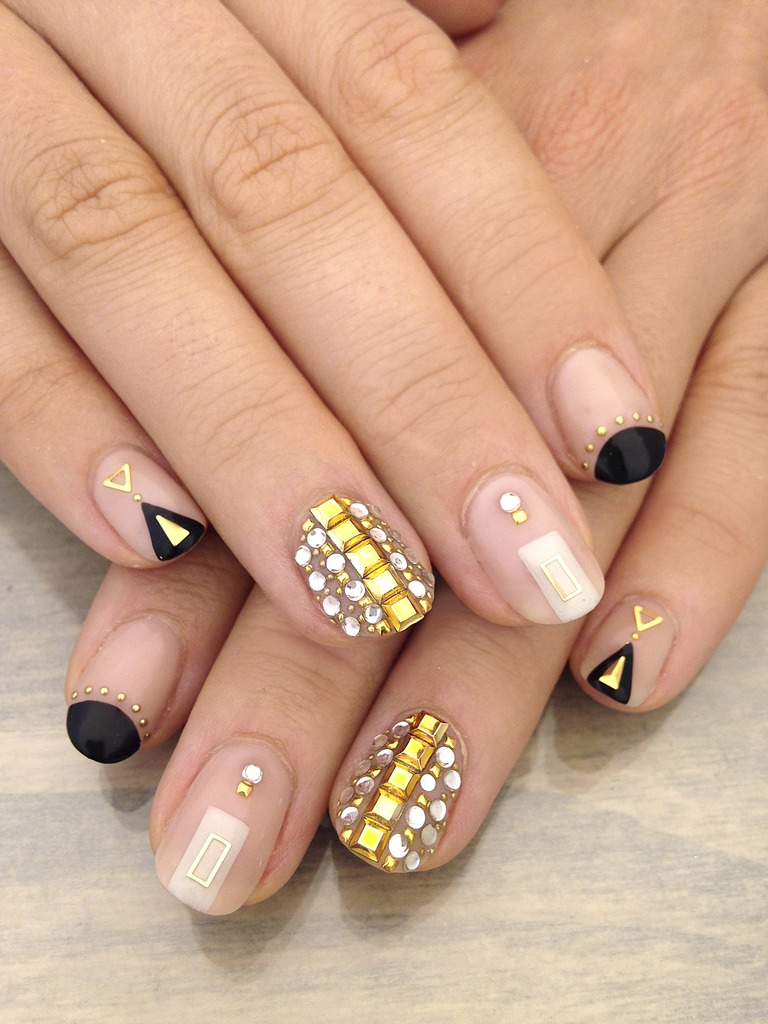 Instagram Beauty Fun with Nails Black and Gold