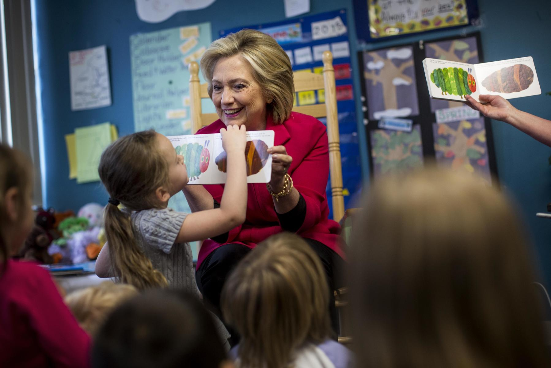 Hillary Clinton Reading To Students