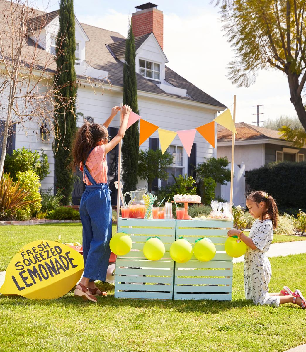 How to Have the Ultimate Lemonade Stand