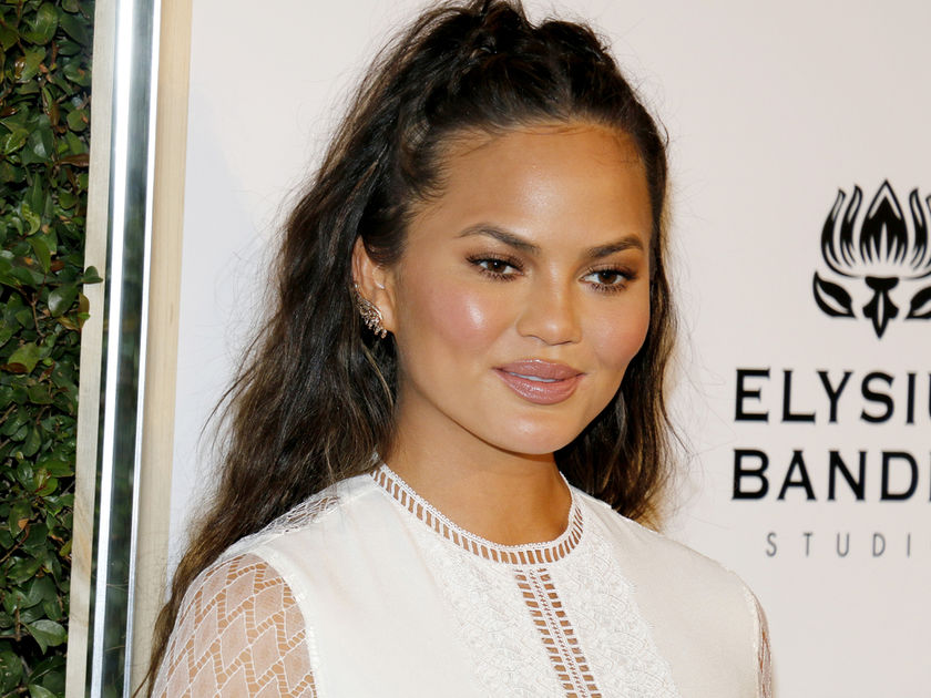 Mom-Shamers Are Criticizing Chrissy Teigen for Sharing a Bath Time Photo of Herself & Luna
