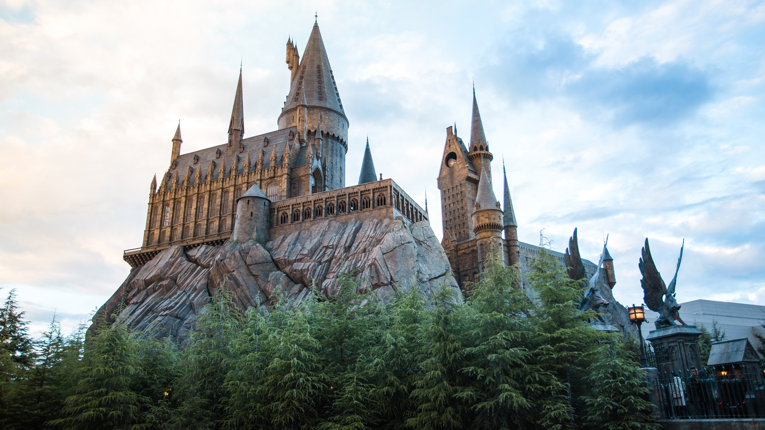 Build Your Own Hogwarts Castle With Lego's Newest, Biggest Harry Potter Set