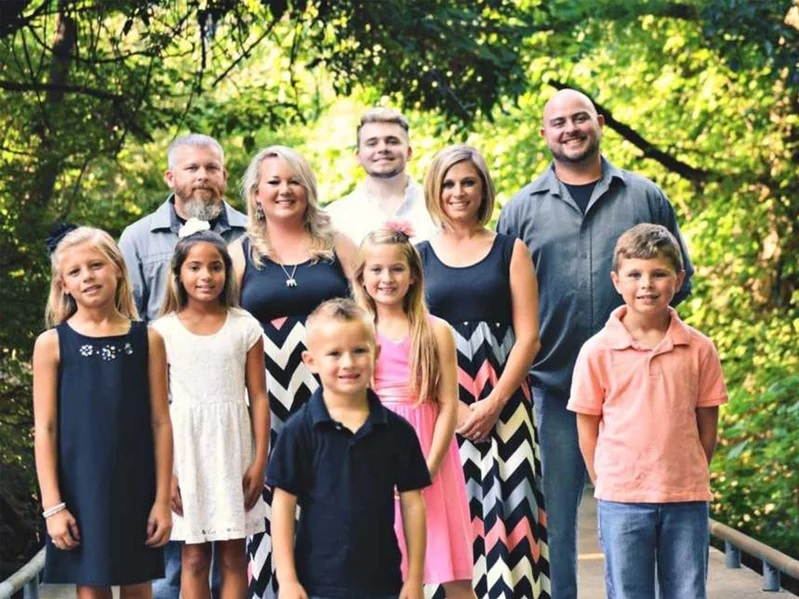 Mom Lives with Husband, Ex-Husband and Ex's Girlfriend to Co-Parent 6 Kids: 'It Works for Us!'
