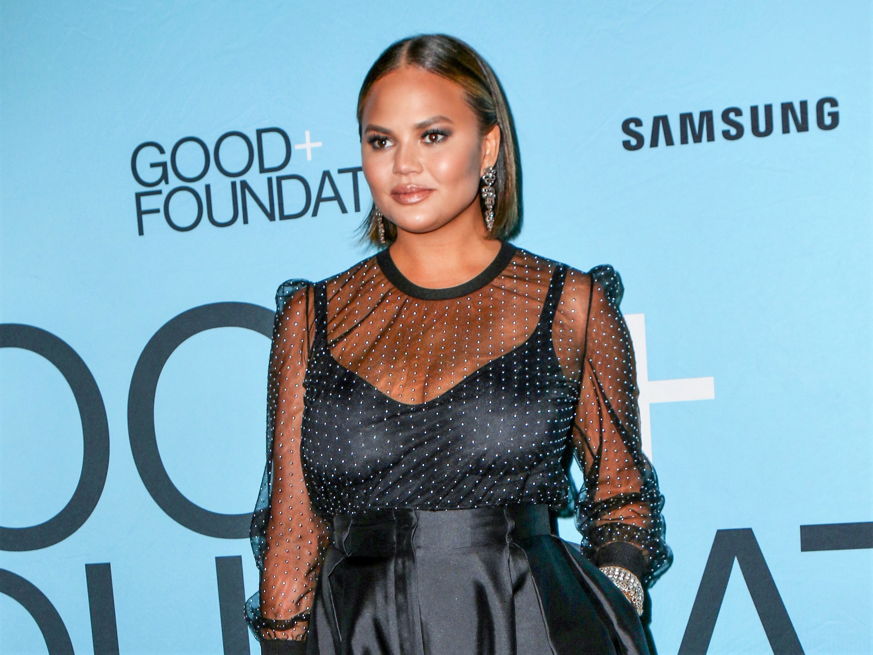 Chrissy Teigen Short Hair Good Foundation Benefit Carpet