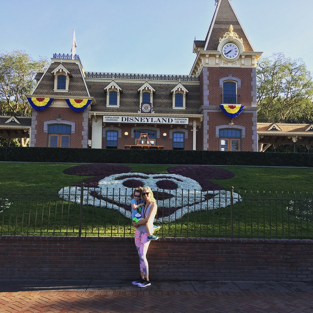 I Brought My Daughter to Disneyland Alone & Learned to Love One-on-One Travel With Kids