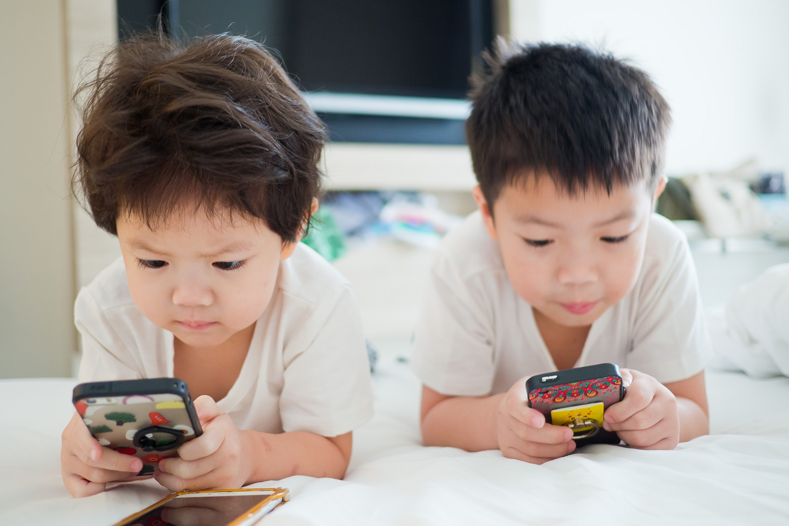 7 Top-Rated Apps to Keep Your Children Safer