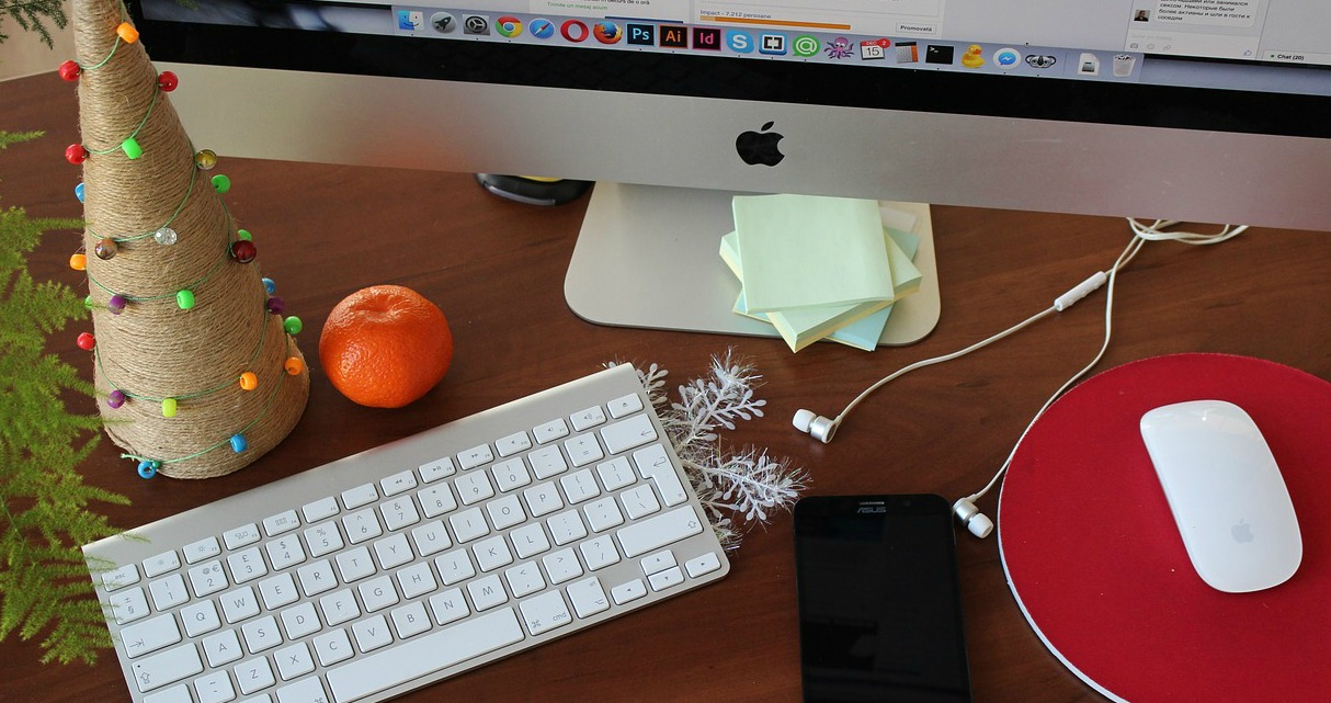 How to Write a Holiday Newsletter Your Friends Will Actually Read