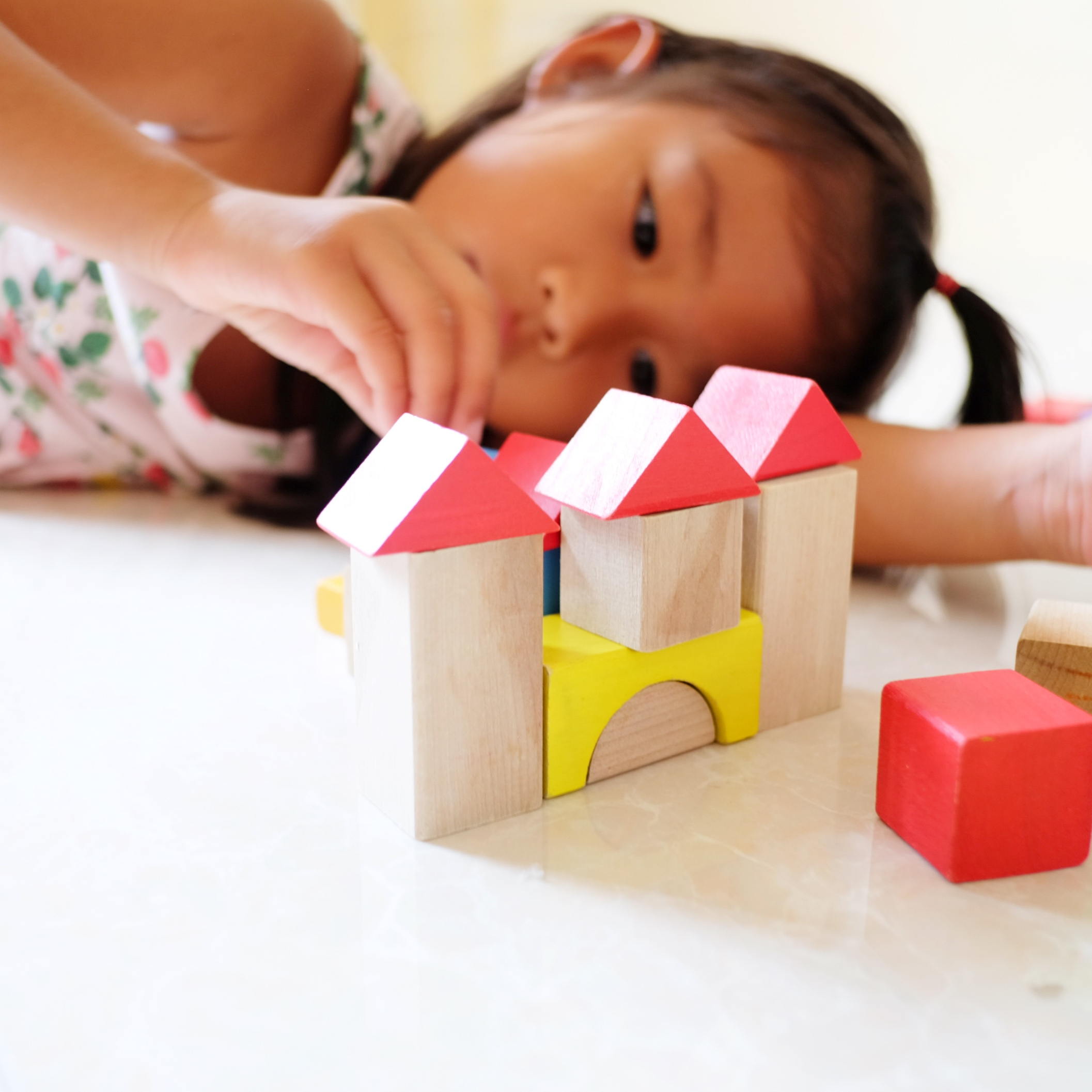 Pediatricians Suggest Gifting Your Kids With Boxes and Blocks Instead of High Tech Toys