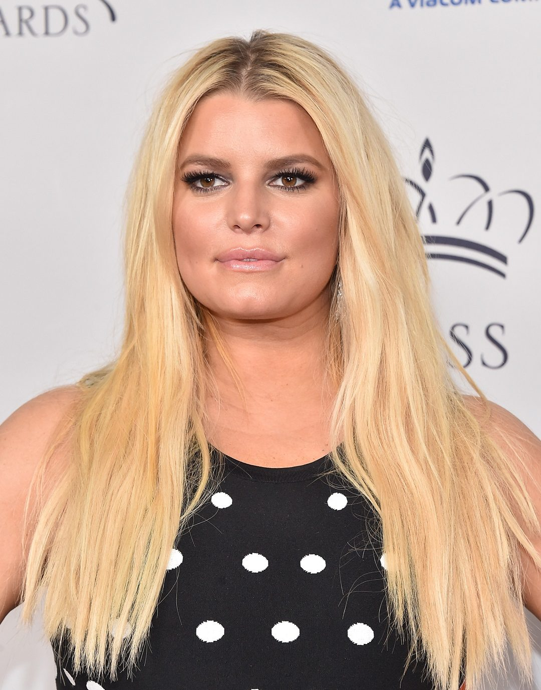 A Mom-Shaming War Broke Out in Jessica Simpson's Comments Section
