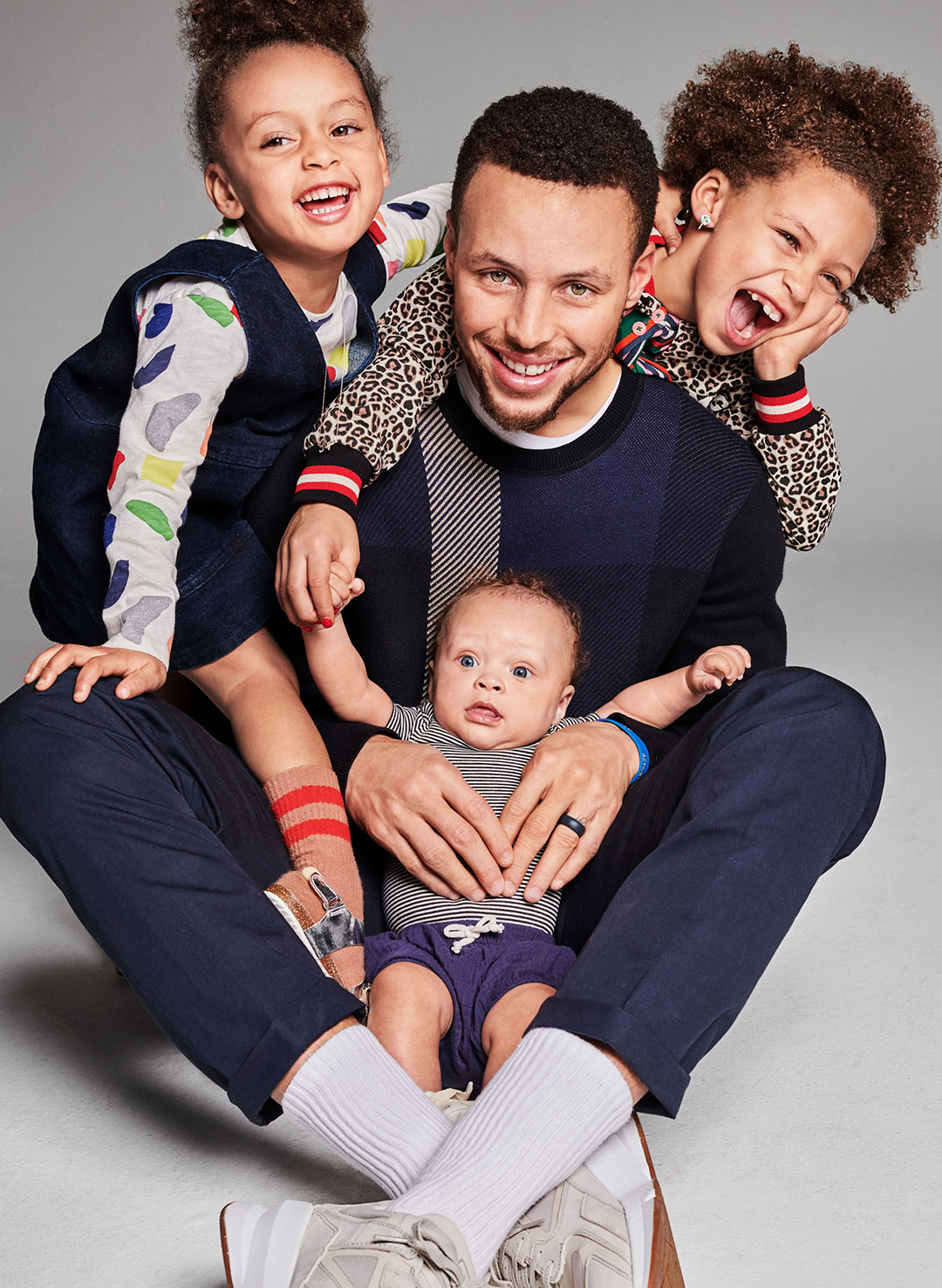 Stephen Curry with his three kids