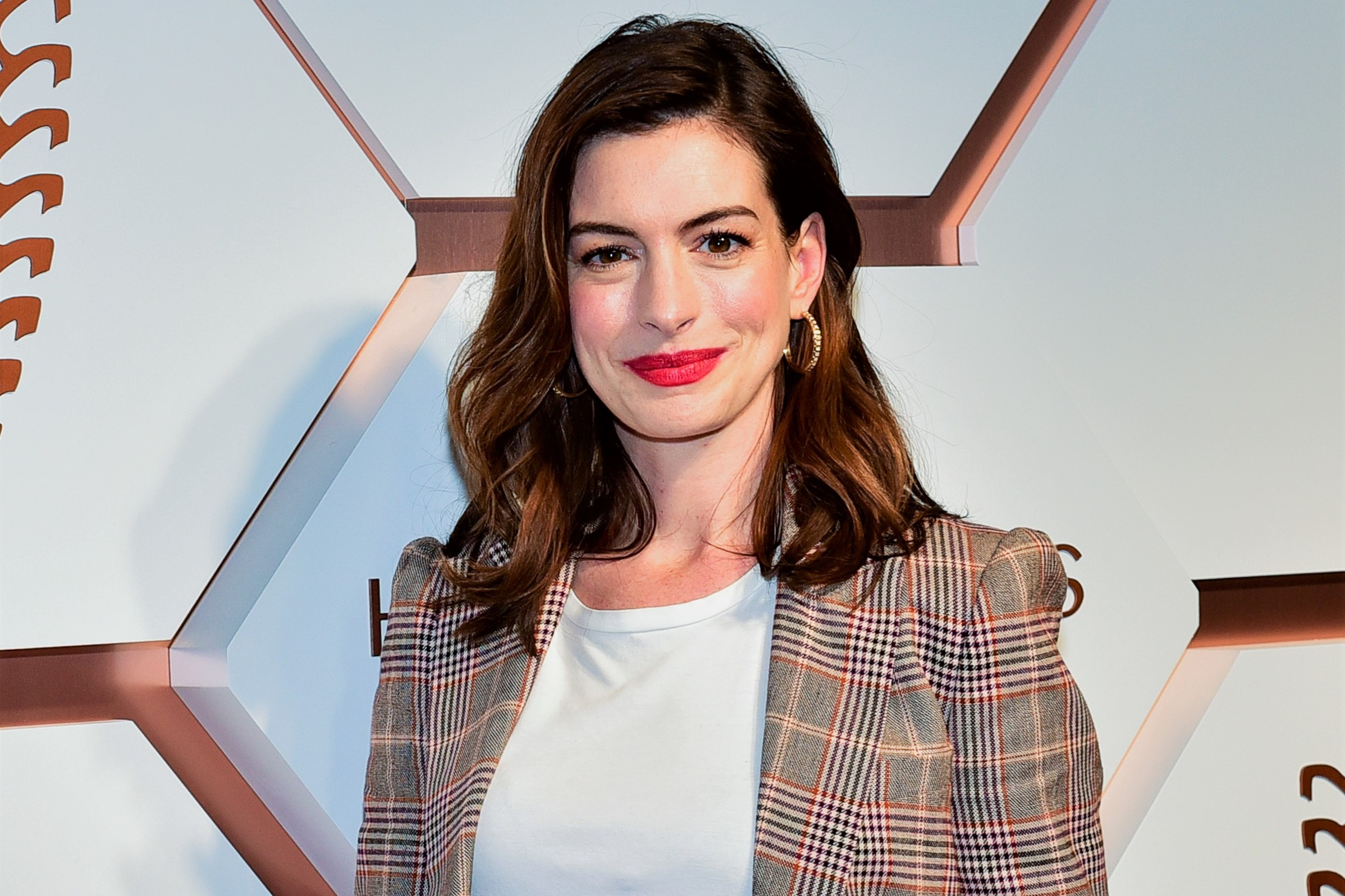 Anne Hathaway: Choosing to Stay Alcohol-Free Before My Son Is 18 'Isn't a Moralistic Stance'