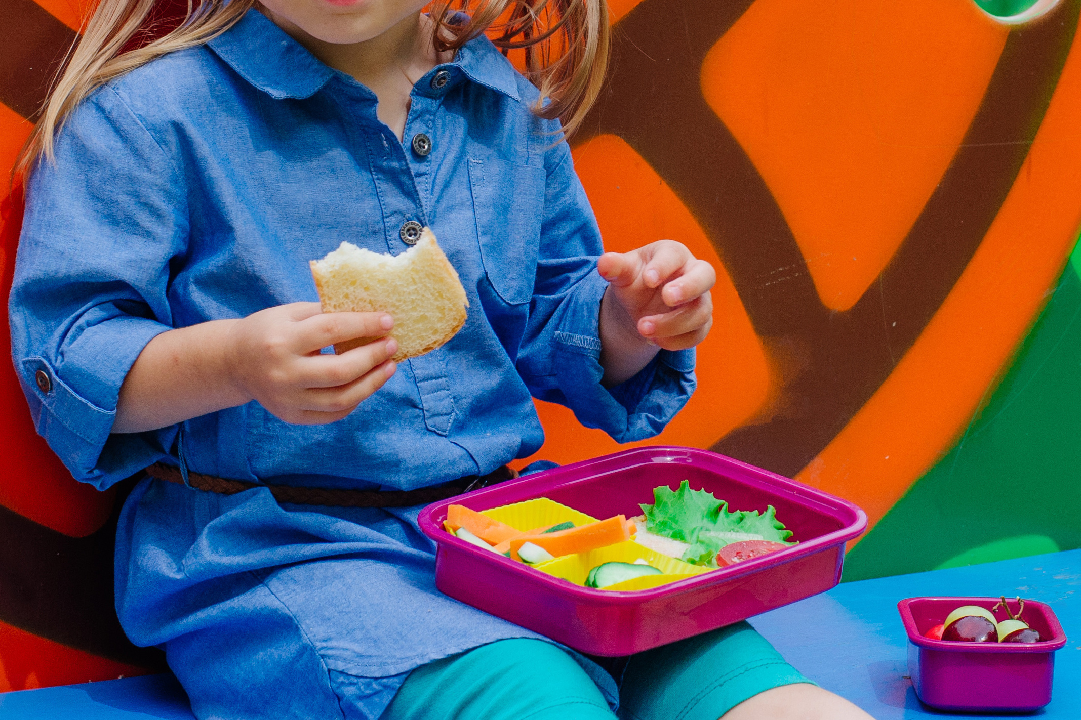 kindergartener eating from lunchbox