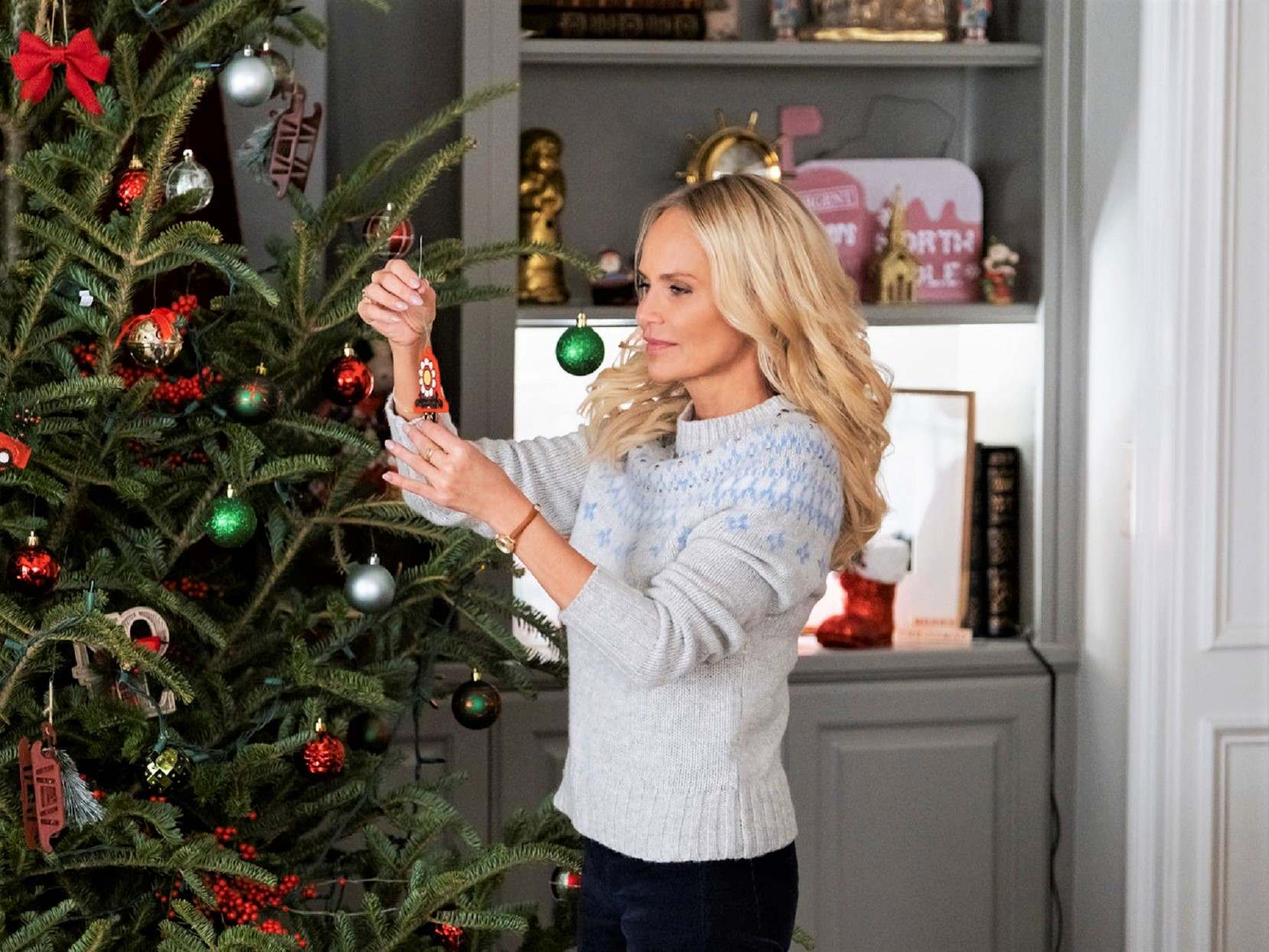 Here's the Entire Schedule of New Hallmark Christmas Movies