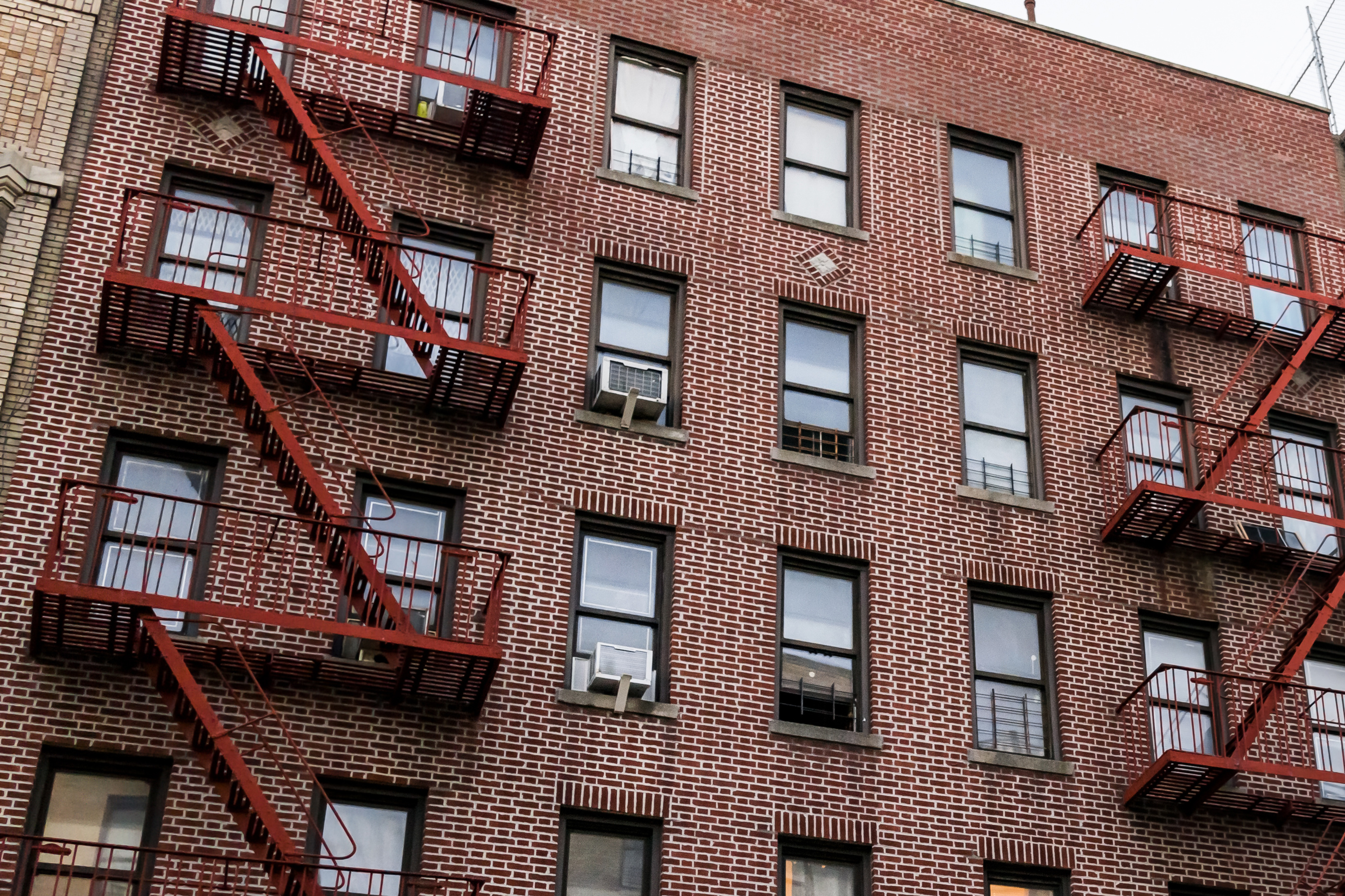 Toddler with Autism Removes AC Unit from Wall and Crawls Out Onto 7th Floor Scaffolding