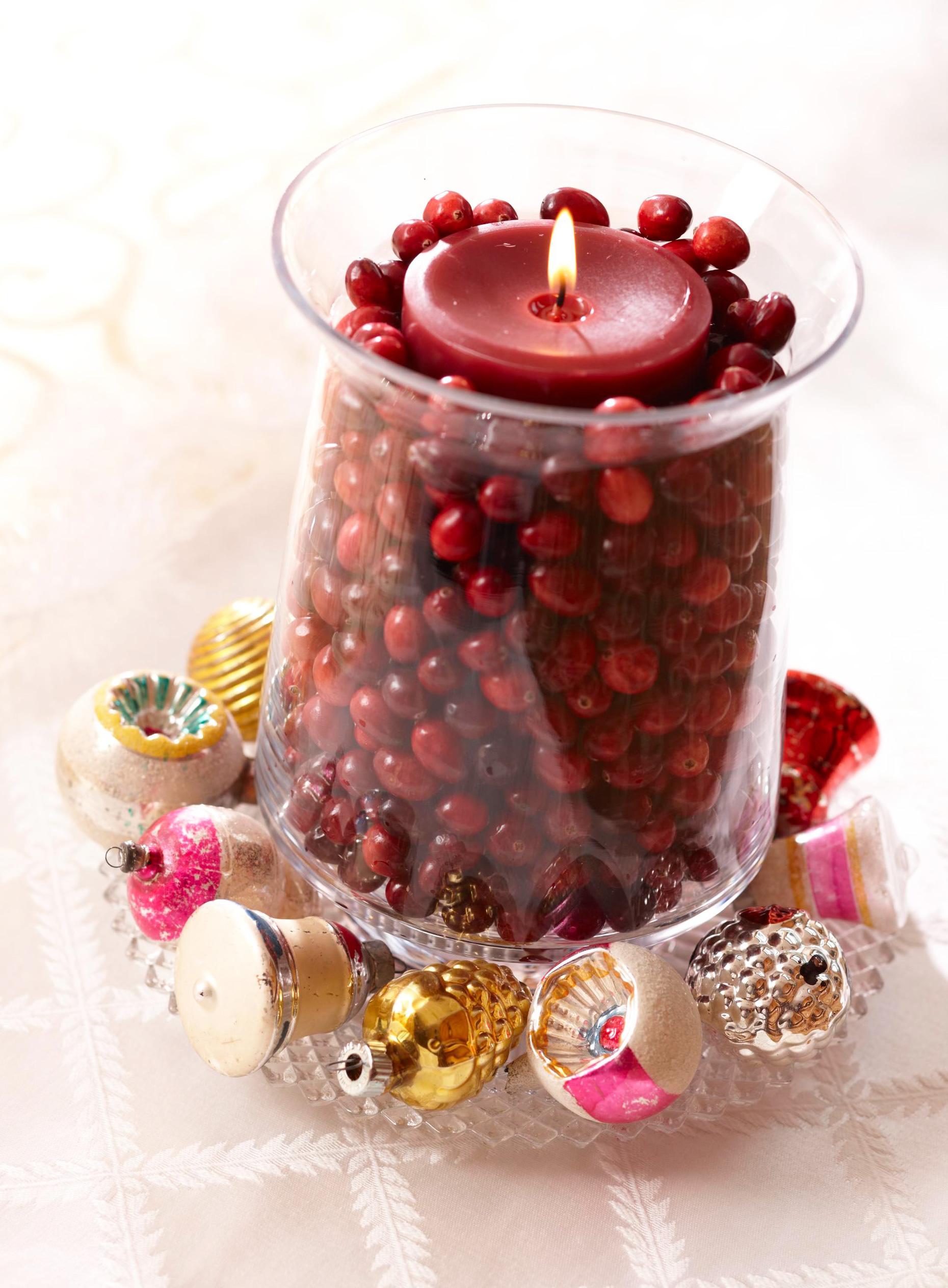 Christmas centerpiece ideas: cranberry candle