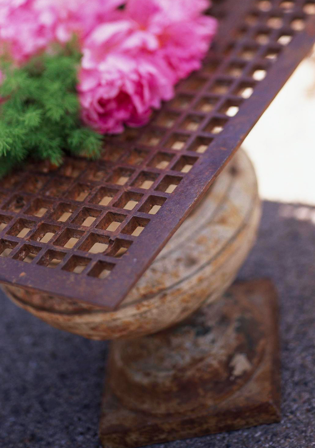 Side table grate