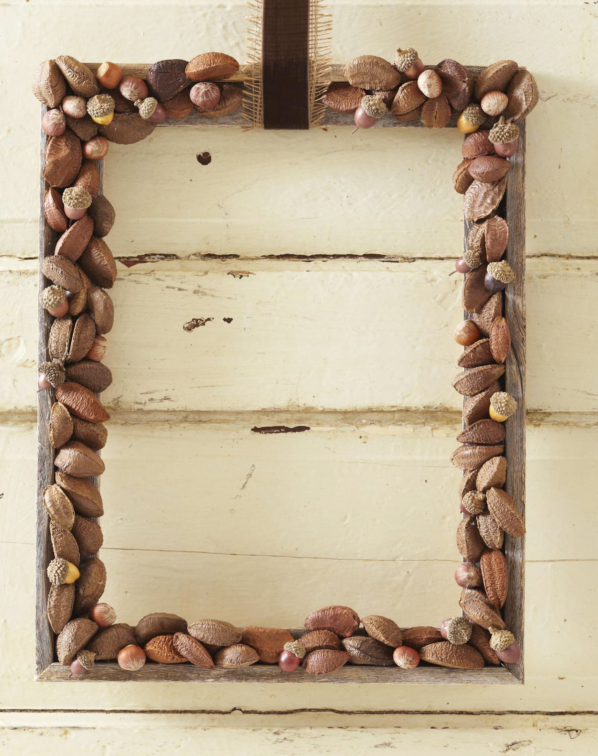 Mixed-nut wreath