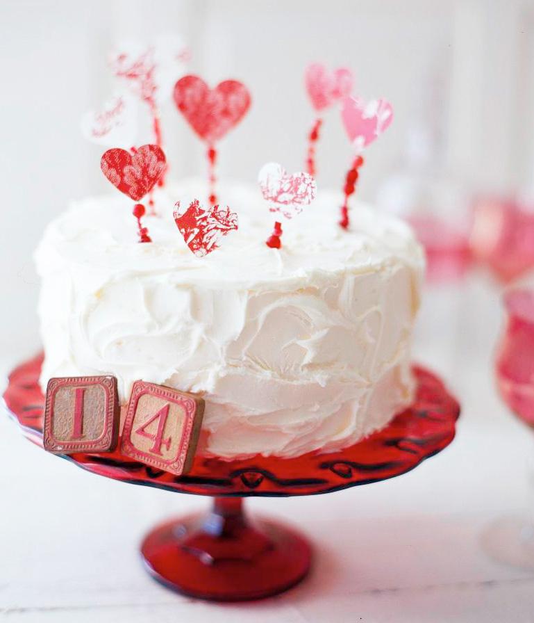 Jazz up a cake
